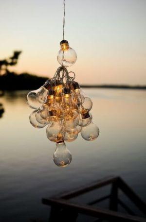 Kesä valosarja järven rannalla.